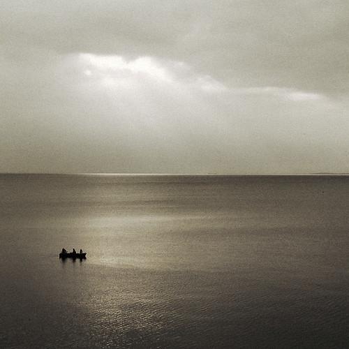 travel sunset silhouette square geotagged boat lakeerie dusk tritone hamburg 123 tint row uzi gloaming recolored mji 25may2002 utatafeature p5256083p onlypublic
