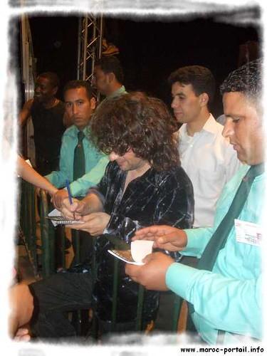 Fes 11/5/05 2: Noel signe des autographes