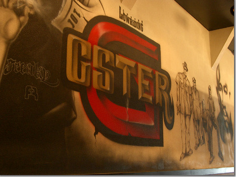 グスタメン店内の壁
