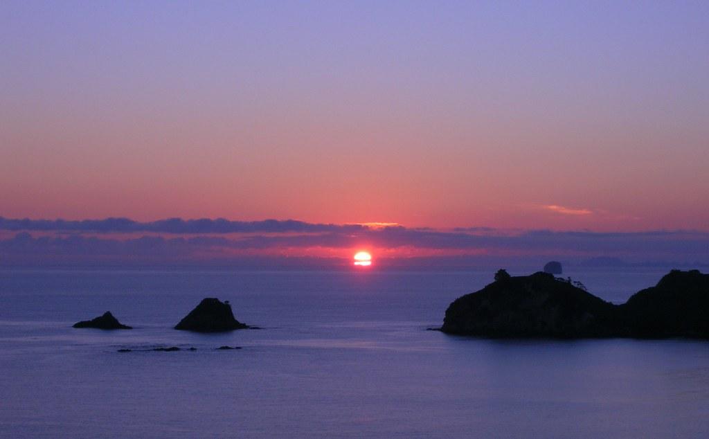 Sunrise, Coromandel Peninsula | Up for an early morning walk… | Flickr