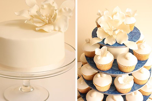 Beach wedding cupcakes and cutting cake detail