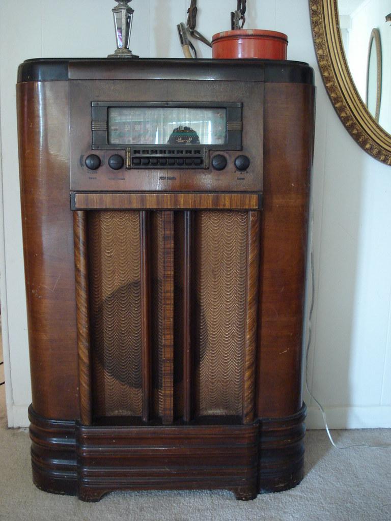 RCA Victor Radio | A 1939 RCA Victor Model K80 Radio has a n