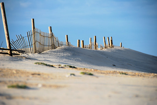 beach fence sand nikon assateague lowangle beachfence 18200vr d80