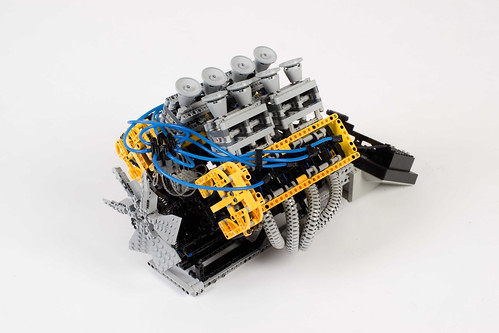 Lego Technic V8 engine 01