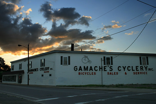 sunset sky bicycle clouds store kitlens fitchburg canonefs1855mmf3556iiusm rebelxti fitchburgma gamachescyclery