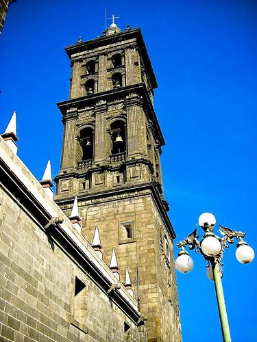 Torre de la Catedral de Puebla y Lámpara con Dragones