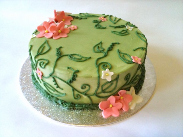 Pretty birthday cake | This is a sponge cake with home made