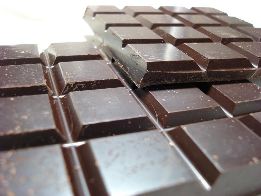 Jedzenie czekolady na śniadanie może pomóc schudnąć? Nowe badania dają do myślenia