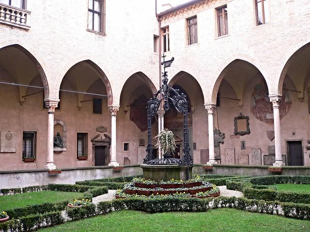 Padova - Un Chiostro della Basilica di S.Antonio