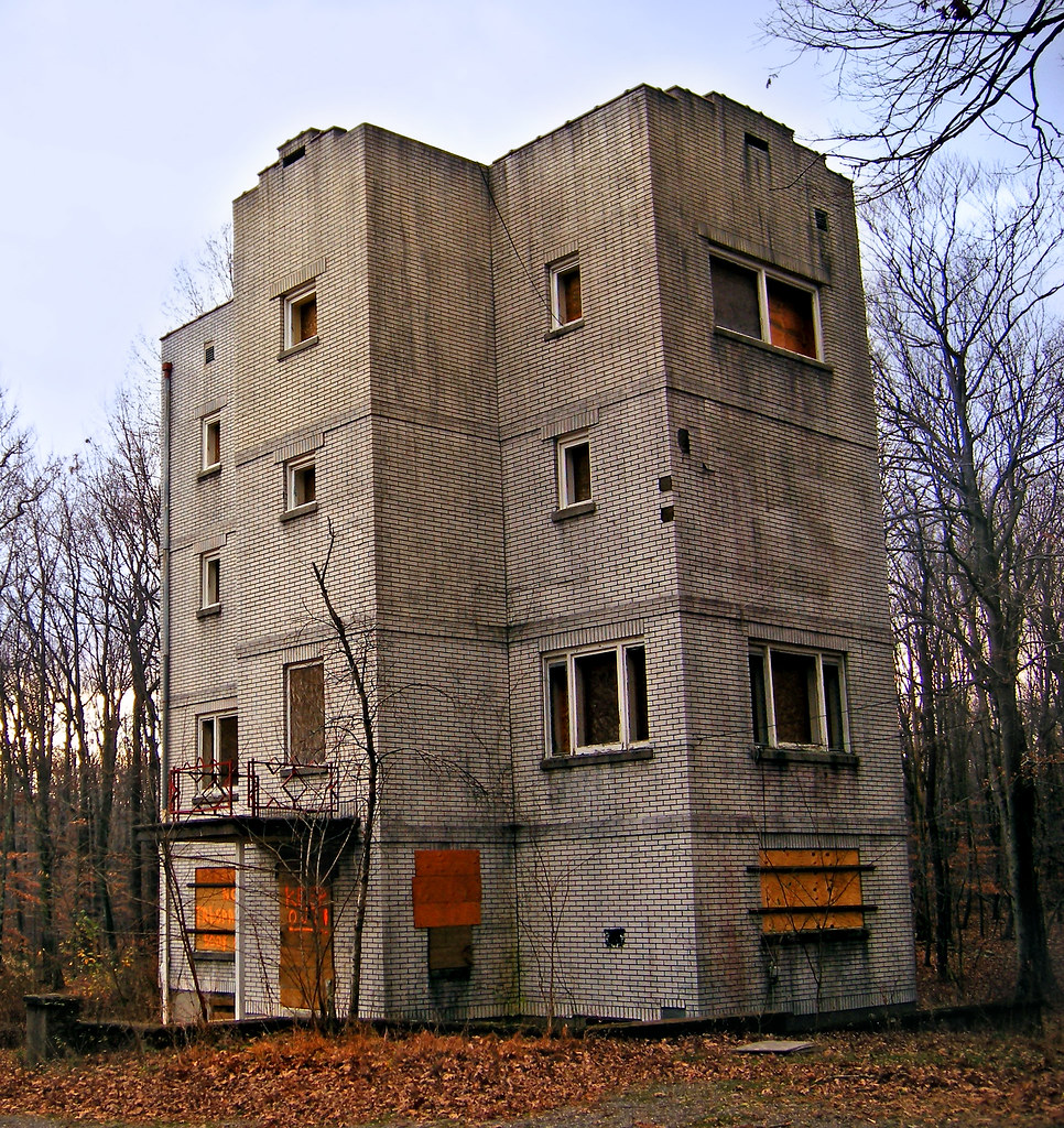 Abandoned Building (demolished In 2010) In The