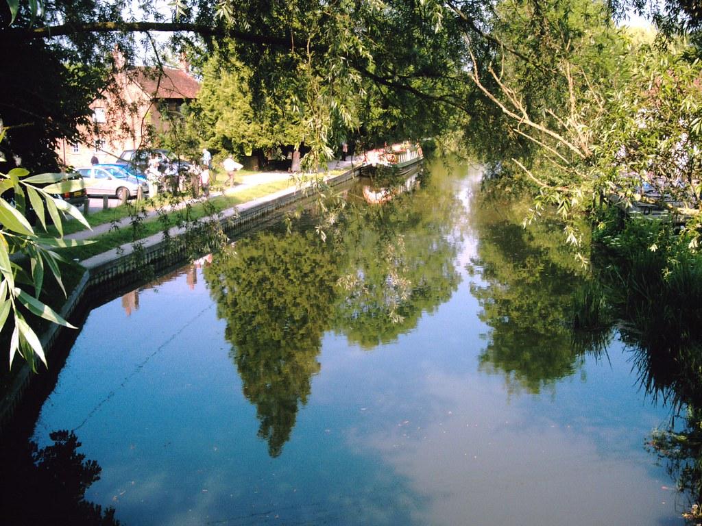 Walk from Kintbury to Great Bedwyn Reflections. Kennet and Avon Canal at Kintbury. D.Allen. Vivitar 5199 5mp