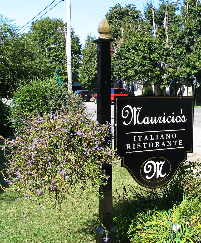 Mauricio S Italian Restaurant Sign Cookeville Tn Flickr