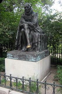 Paris - Latin Quarter: Square Paul Painlevé: Statue de Montaigne | by wallyg