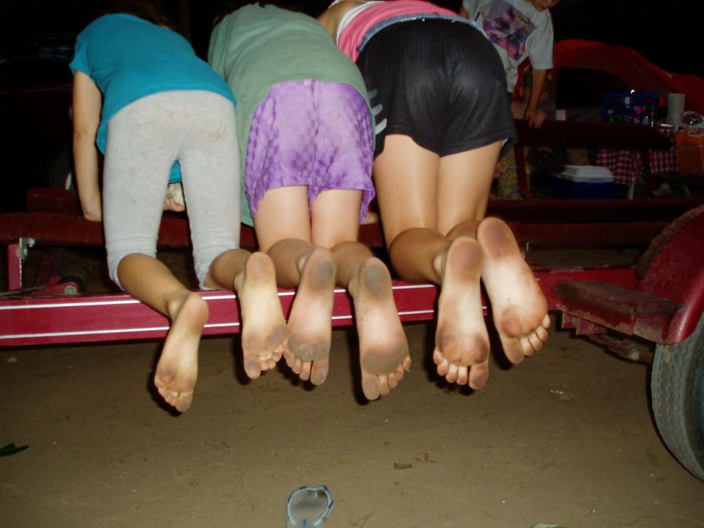 dirty feet girls