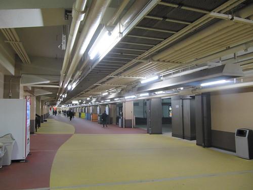 船橋競馬場のナイター時の1階
