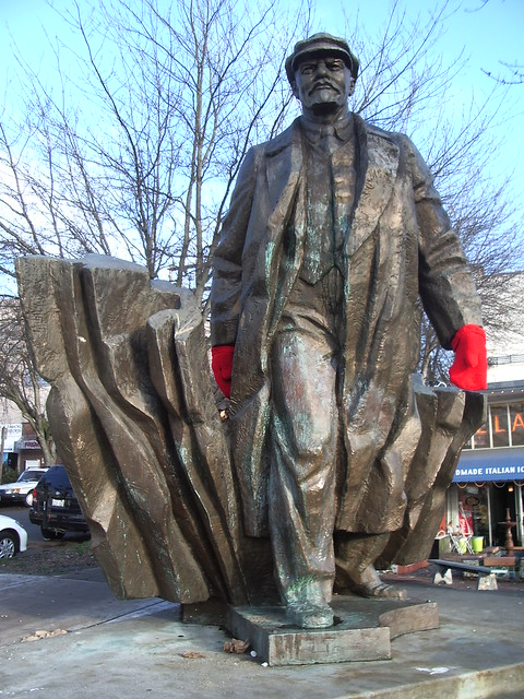 Lenin... with mittens!