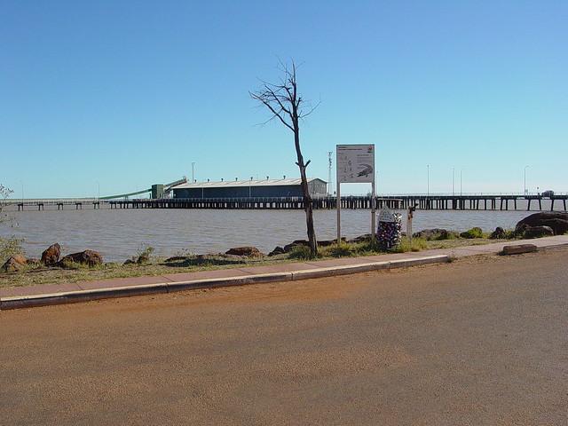 Loading pier