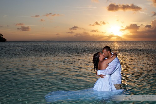 wedding sunset beach groom bride romantic bahamas nassau ttd ef24105mmf4lisusm jawsbeach trashthedress