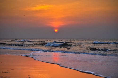 vacation orange sun beach sc sunrise day waves glow cloudy vibrant southcarolina warmth atlanticocean hiltonhead breathtaking hhi orangehue