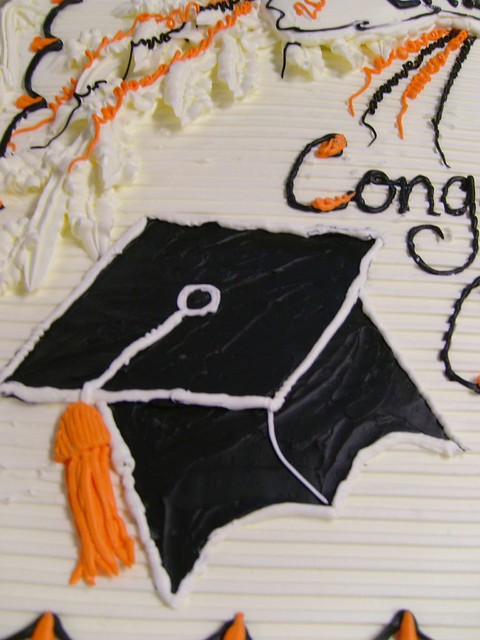 Graduation cap drawing | close up of buttercream drawing of