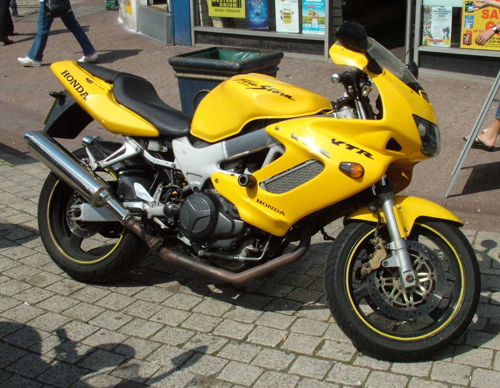 Review of Honda VTR 1000 F 1997: pictures, live photos
