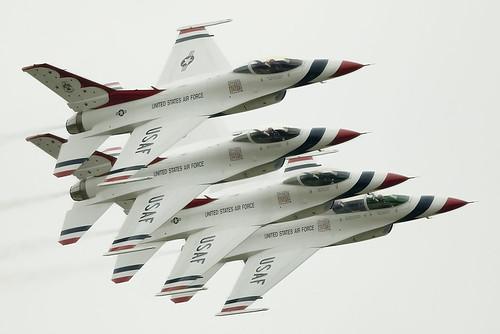 RIAT '07 - Thunderbirds formation | by Dr. Jaus