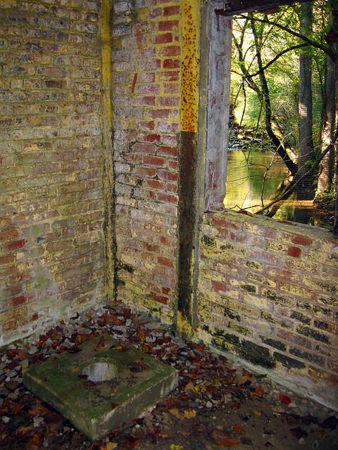 Unknown structure, Town Creek, Sparta, TN