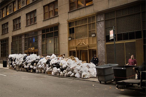 Mountians of Trash, Midtown - MDPNY20070723 | by mdpNY