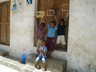 kids in Zanzibar with their makeshift kites