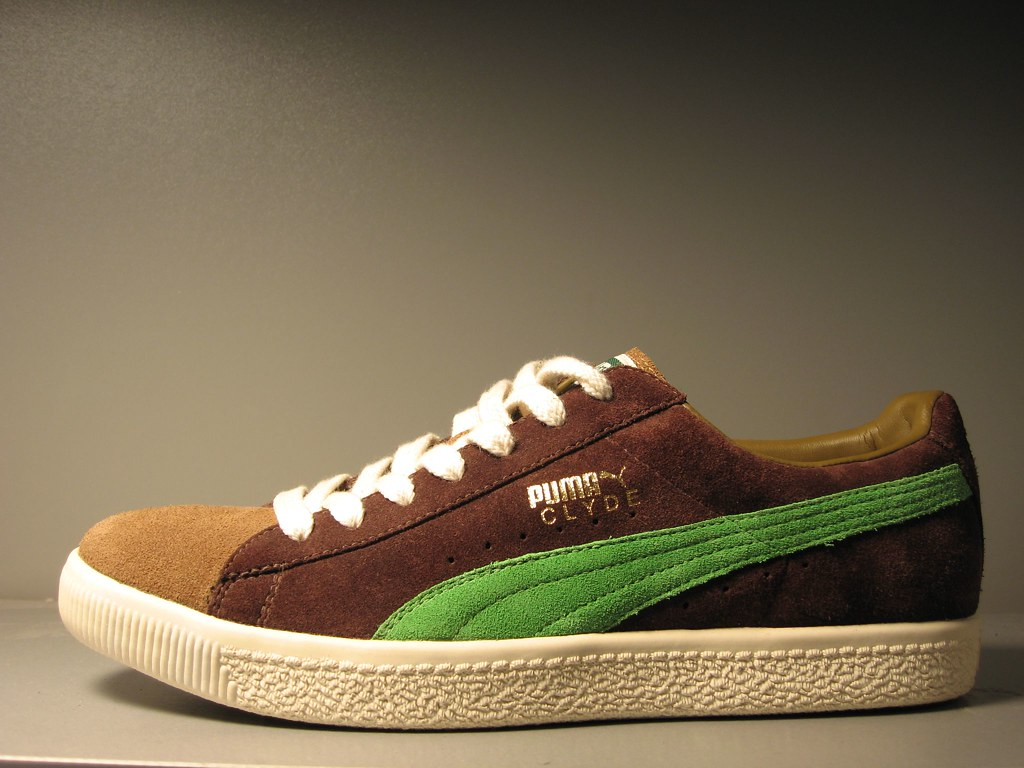 buy online 39ff0 9fab7 Puma Clyde | Puma Clyde in tan/brown with green stripe! I go ...