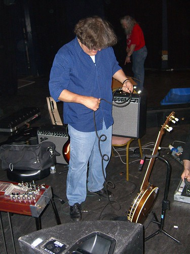 Jon Rauhouse tidying up after Shepherds Bush Empire 2006 gig | by ToxicWeb