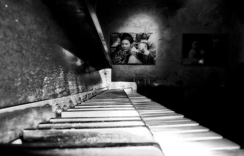 una música brutal. by kubante