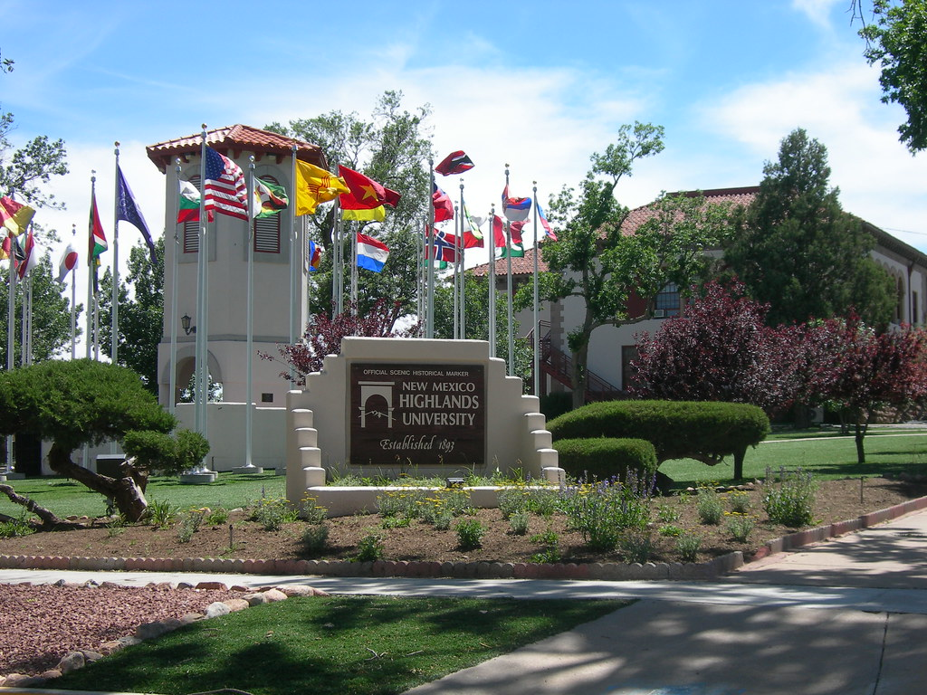 New Mexico Highlands >> New Mexico Highlands University Flag Plaza Las Vegas New