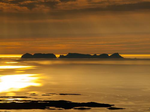 sea norway landscape island norge sunrays nor hav landskap nordland øy værøy vestfjorden solstråler