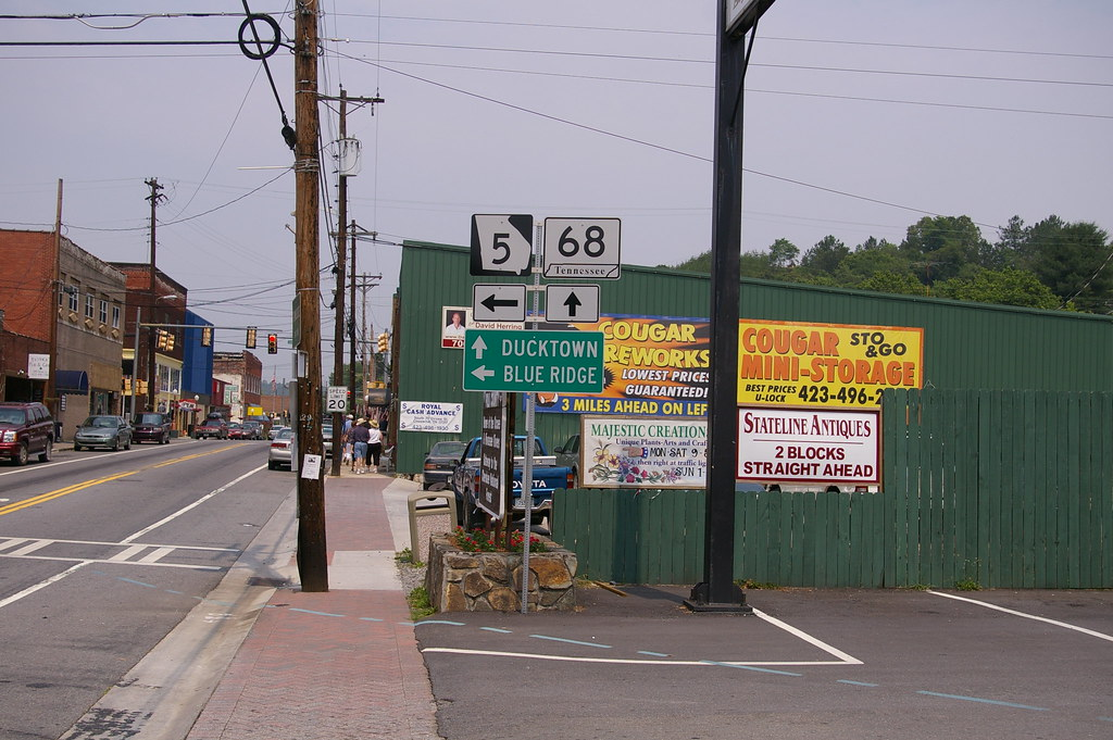 Mccaysville, Ga/Copperhill, Tn | The dashed blue line across