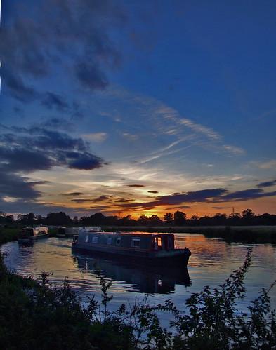 sunset england sc canal bravo surrey barge narrowboat barges riverwey interestingness2 pyrford newarknewbridge newarklock
