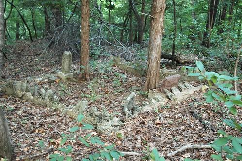 cemetery grave backyard headstone missouri marker roach