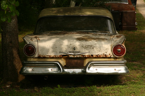 Rusting Car | by jeffk