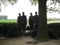 Cerflun, mynwent y milwyr o'r Almaen, Langemark