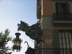 El drac de la antiga botiga de paraigües