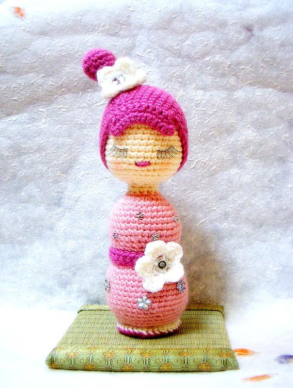 Ravelry: Amigurumi Kokeshi Dolls pattern by Sayjai Thawornsupacharoen | 800x605