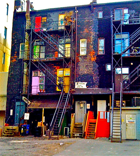 Back end of Yonge | by Fitful Peon