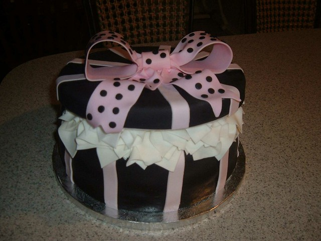 Hat Box Cake Black & Pink
