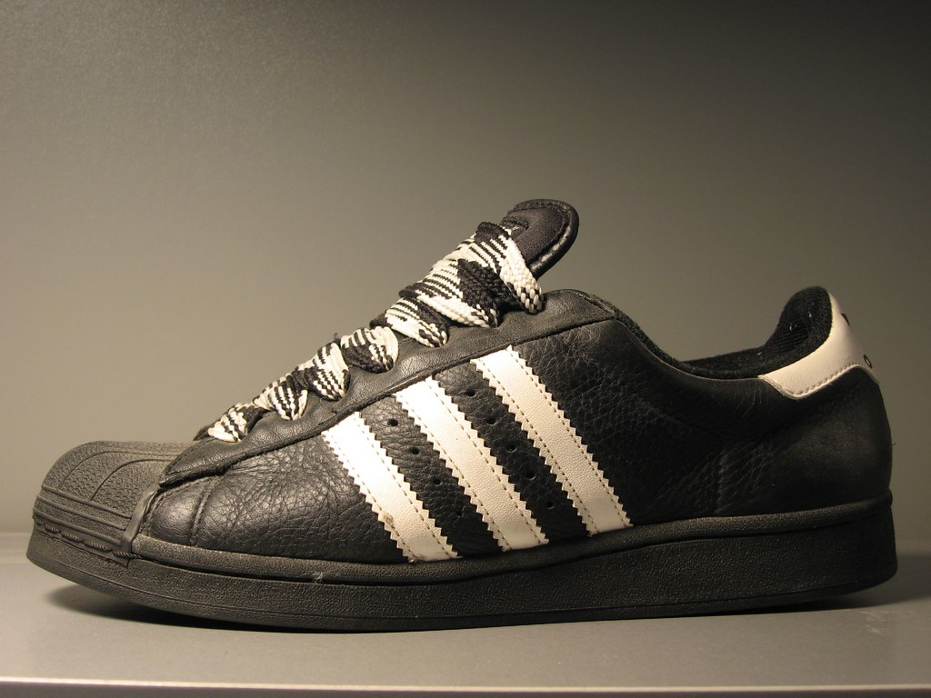 revendeur 5b78e 13f52 Adidas Shell Toe with old school fat lace | It's modern vers ...