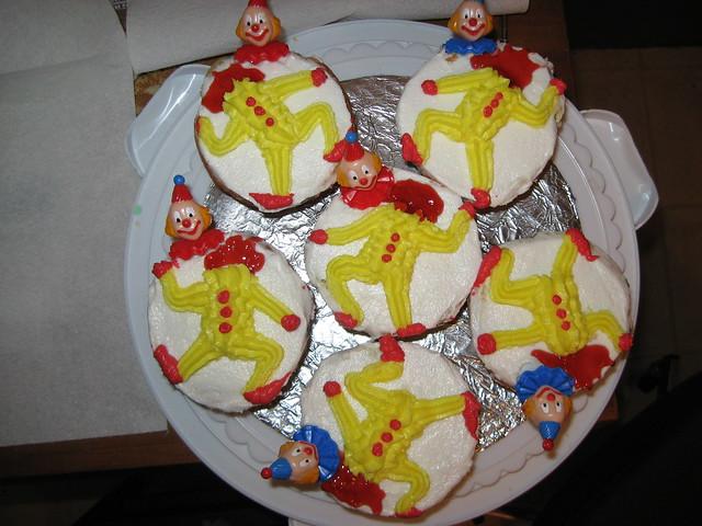 Decapitated clown cupcakes