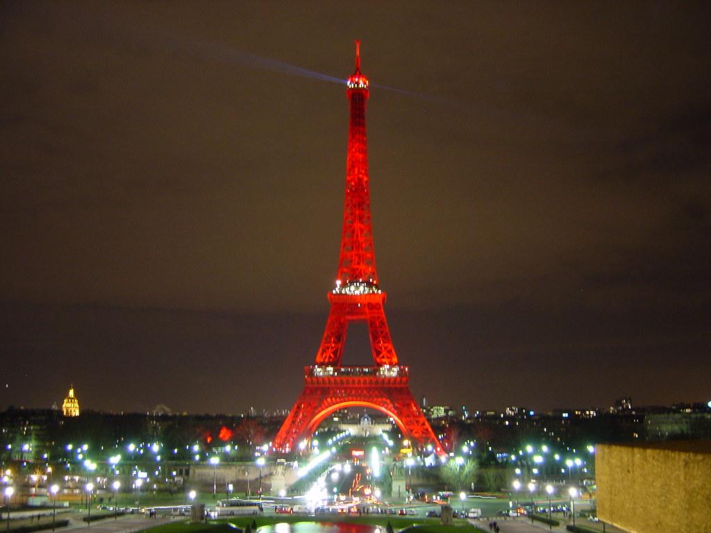 Tour Eiffel rouge