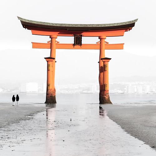 Itsukushima Torii : Miyajima, Hiroshima, Japan / Japón | by Lost in Japan, by Miguel Michán