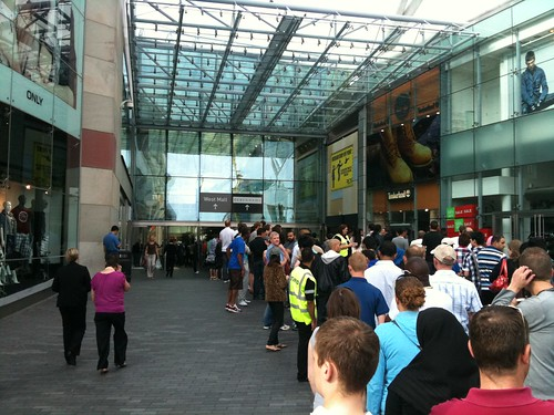Apple Store, Birmingham Bullring - iPhone 4 Launch (Outside)