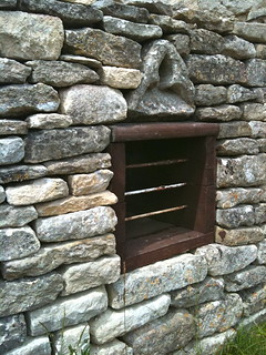 Little Barrington detail in stone wall | by Tip Tours