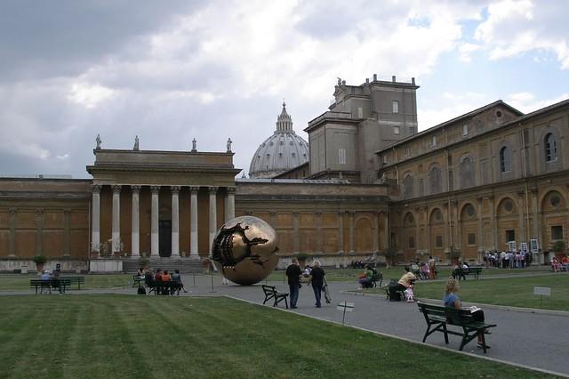 Inside Vatican museums (2006-05-206)